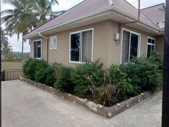 3bed house for sale at salasala 800sqm TSH 135m title deed image 6