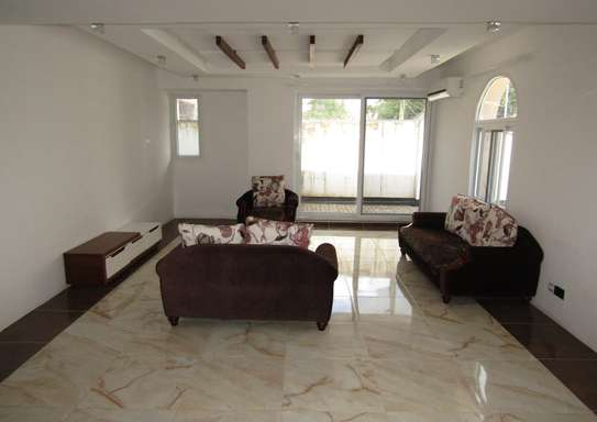 4 Bedroom Full Furnished Compound House in Masaki image 3