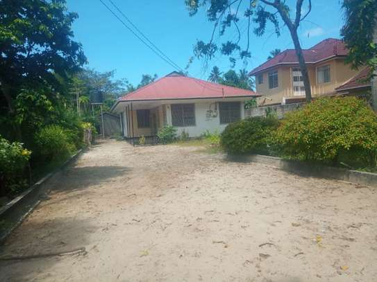 3bed house at regent estate $800pm image 1