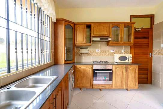 fully furnished villas are now are availanle for rent at mbezi beach road to whitesands image 4