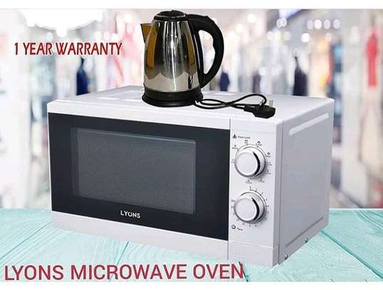 Lyons Microwave Oven