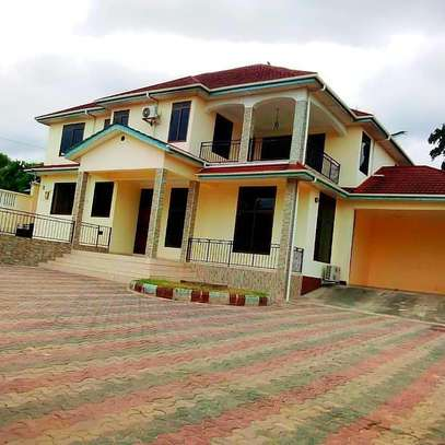 4 BEDROOMS STAND ALONE HOUSE FOR RENT image 4
