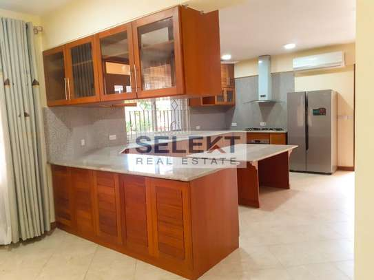 Specious 4 Bedroom Apartment In Oyster Bay image 2