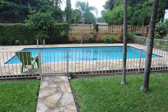 5 Bedrooms Home With A Swimming Pool  In Masaki image 4