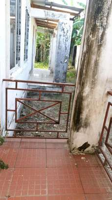 BUY PRIME LOCATION KIGAMBONI HOUSE CLOSE TO OCEAN AND FERRY AT GREAT BELOW MARKET PRICE image 5