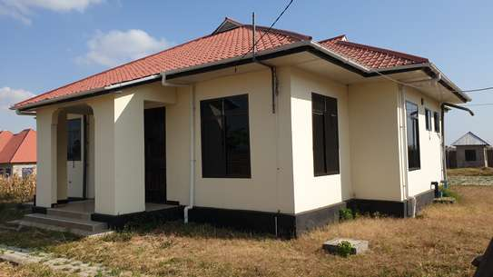 4 BEDROOM HOUSE IN UYOLE MBEYA CITY FOR RENTING image 2
