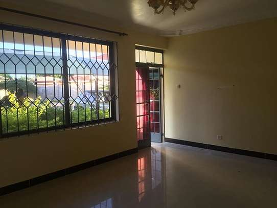 2 Bedroom Apartment in Oysterbay image 2