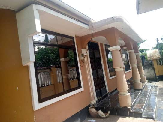 3 bed room house for sale at mbezi makabe image 5