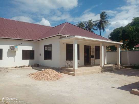 2Bedrooms House at Oyster bay $800pm image 1
