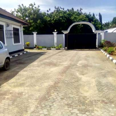 MBEZI BEACH - 3BEDROOM STAND ALONE UNFURNISHED image 2