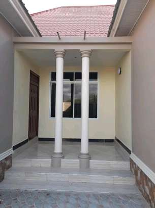 House for sale at dodoma Ilazo, 900 sq.m and good looking image 8
