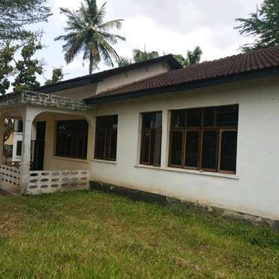 House for sale,at mbezi beach 4bedrooms,one master,public toilet,kichen,stoo sqm 900 image 8