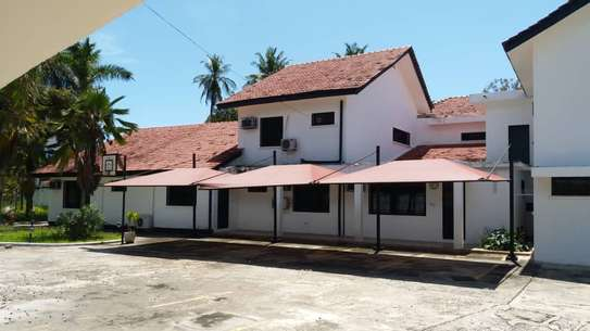 8 bedroom house can be used a residential or office use image 2