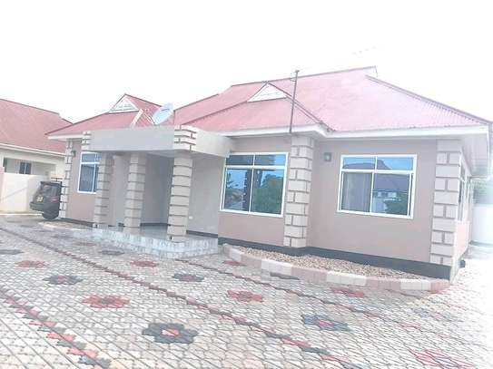 4BEDROOM HOUSE FOR SALE IN DODOMA image 3