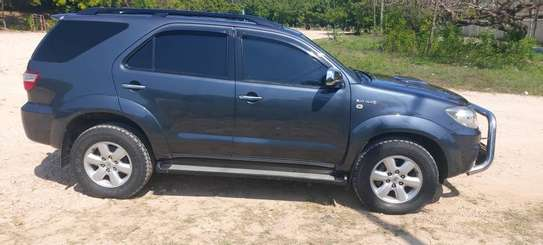 2010 Toyota Fortuner image 2