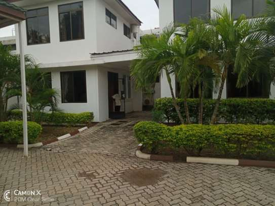 2 bed apartment at american embassy $700pm image 1