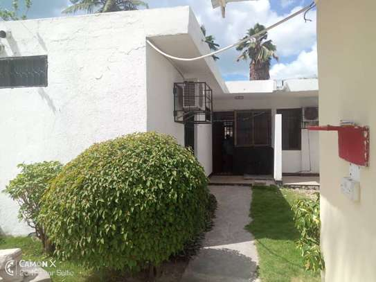 3  bedrooms house at American embassy $700pm image 5