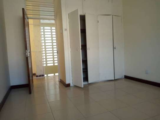 5bed room house with big compound at ada estate $1500 image 9