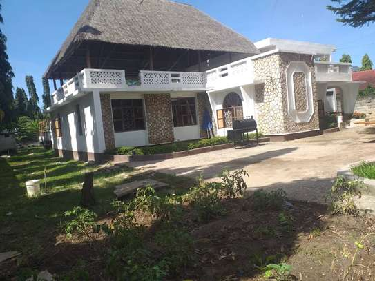 5 bed room house in the compound for rent at mikocheni kwa warioba image 1
