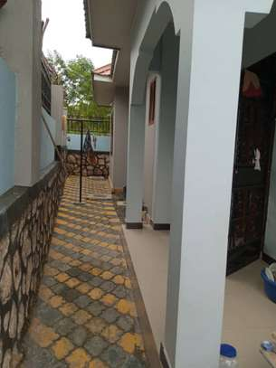 3 Bedrooms House for Sale, Kimara image 10