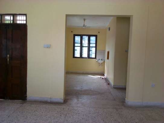 3bed house at msasani tsh 800,000 walking distance to the beach image 6