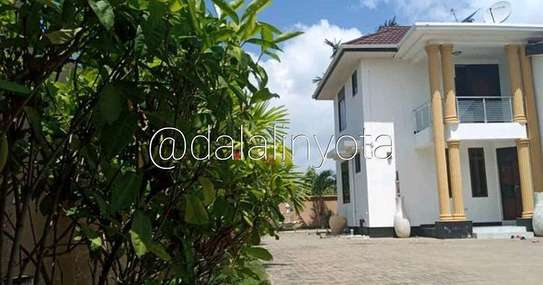 5 BDRM HOUSE AT MBEZI BEACH image 8