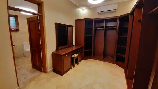 3 Bedrooms Bungalow In A Compound For Rent In Oysterbay image 5