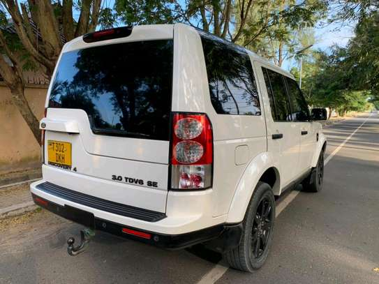 2010 Land Rover Discovery image 7