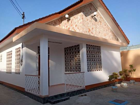 5bed  house at mikocheni a tsh 1,500,000pm image 2
