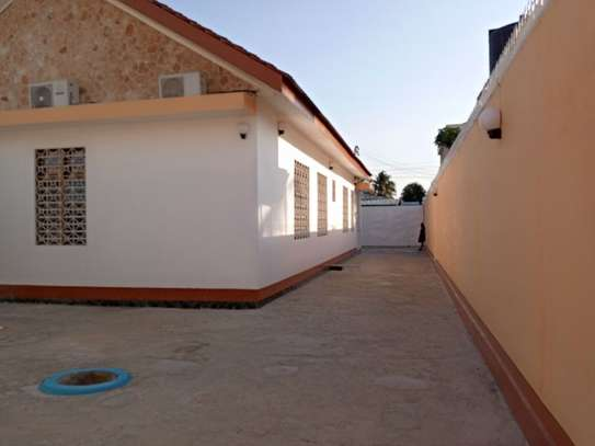 5bed  house at mikocheni a tsh 1,500,000pm image 5