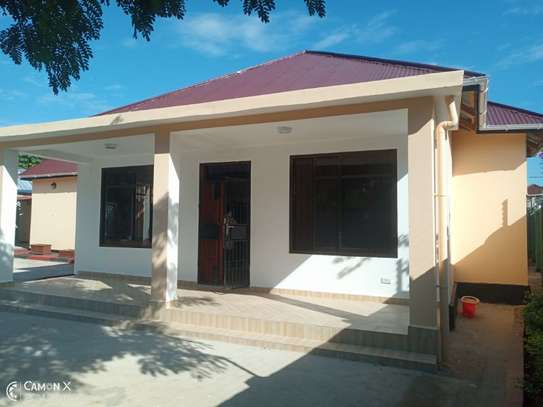 2Bedroom House at Oysterbay $1000pm image 2