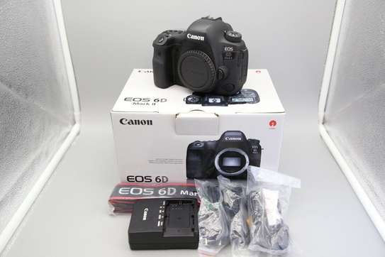 * Superb Cannon Canon EOS 6D Mark II with LENS