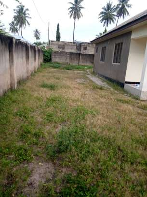 3 bed room house ,and one bed room master for sale at boko basiaya image 2