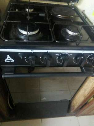 Cooker with oven image 1