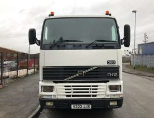 2000 Volvo F12 380 6X2 TRACTOR 58MILLION ON THE ROAD image 1