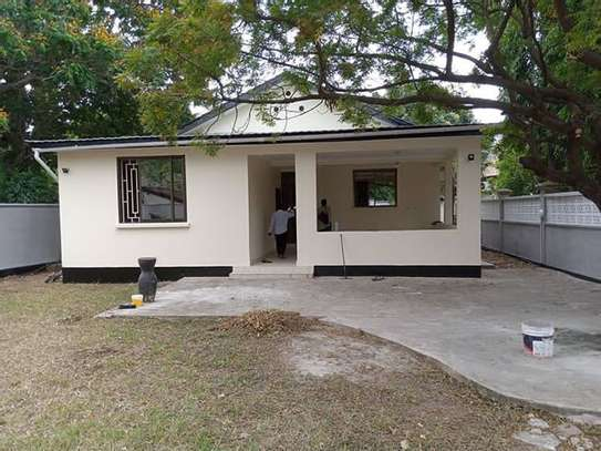 Stand alone house with 4 Bedrm for rent at OYSTERBAY image 1