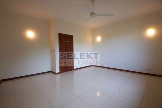 3 Bedroom Standalone House At Oyster Bay image 8