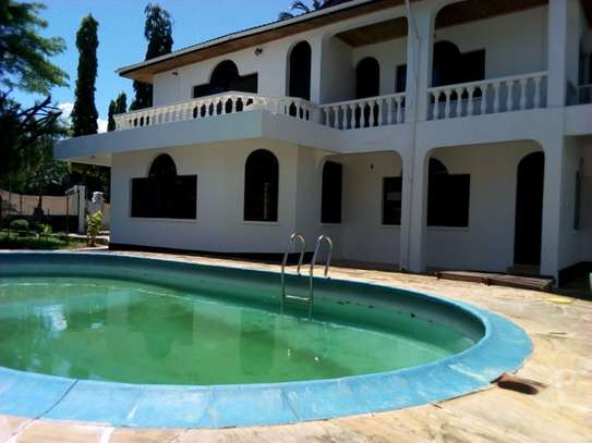 5bed house at mikocheni $2500pm