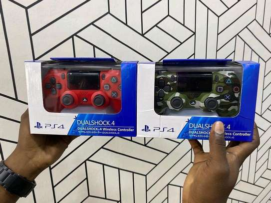 PS 4 CONTROLLERS image 1
