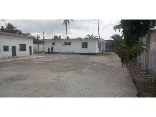 4bed house  wit big compound at mikocheni a $800pm i deal for office image 1