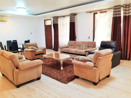 4 Bedrooms Townhouse in Mikocheni