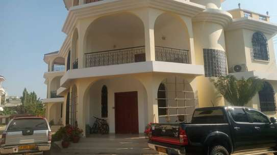 4 bed room town house for rent at msasani beach image 4