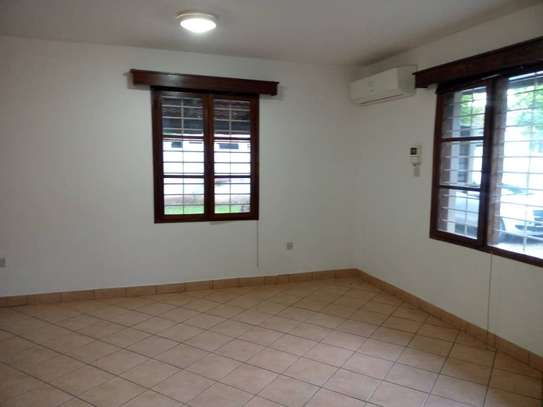 4 bed room house for rent at victoria image 2