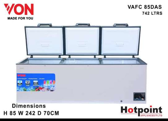VON HOTPOINT CHEST FREEZER 742L 3 DOORS. image 1