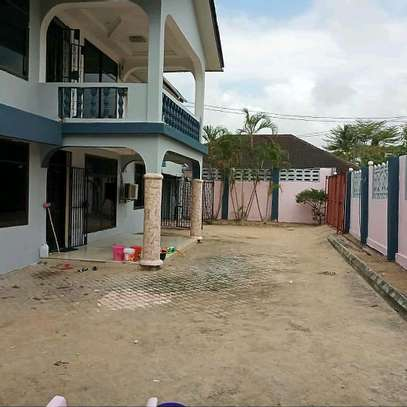6 Bedroom House Mbezi Beach image 4