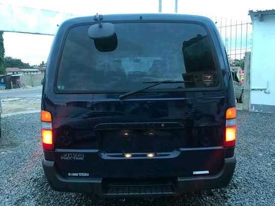 1999 Toyota Hiace Carrier image 2