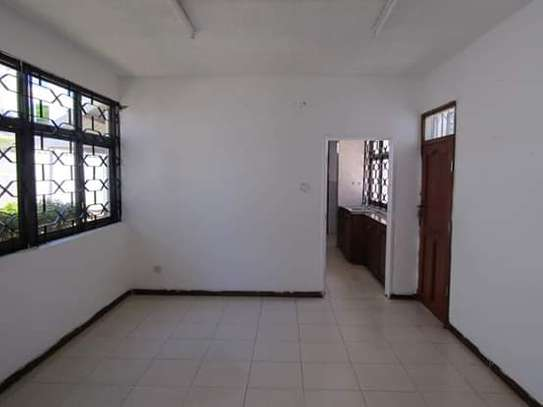 5 Bedrooms Bungalow House for Office / Commercial / Residential Uses in Masaki image 3