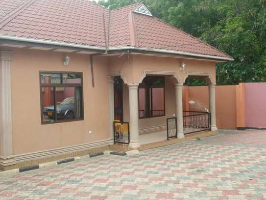 4bed room house at kimara full air conditioning kila chumba  tsh 700000 image 3