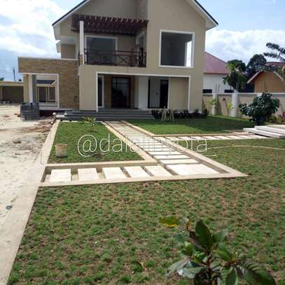 4 BDRM HOUSE AT BAHARI BEACH image 4