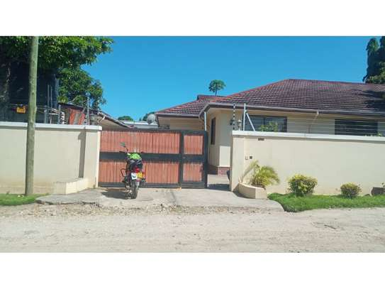 4bed house at mikocheni $1000pm image 3
